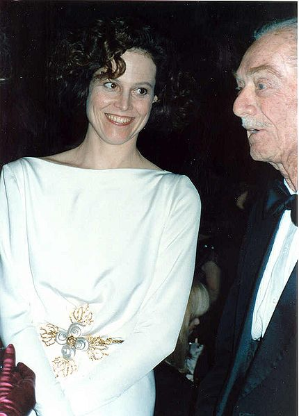 Sigourney_Weaver_with_her_father_Pat_Weaver_1989